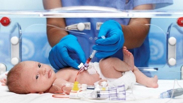 yenidoğan bebeklerde ilaç extravazasyonu